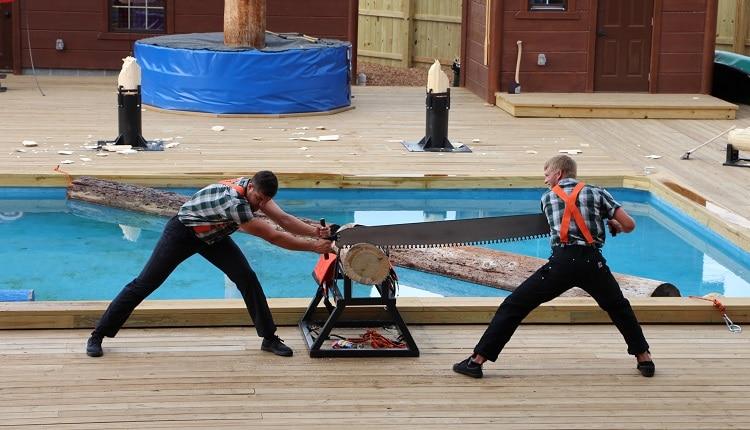 paula-deen-lumberjack-feud-theatre-shows-pigeon-forge-750×430