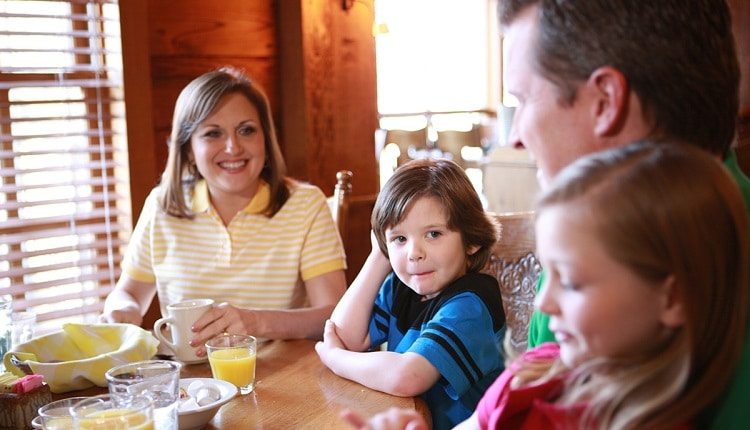 family-at-old-mill-restaurant-750×430