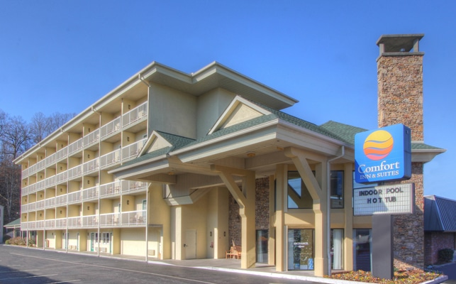 Comfort Inn and Suites Dollywood Lane Exterior