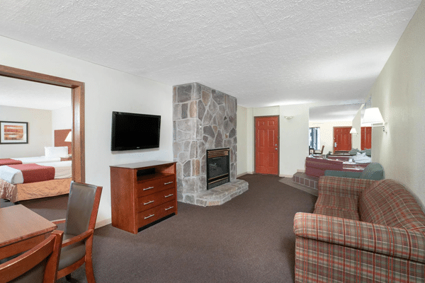 Evergreen Smoky Mountain Lodge suite
