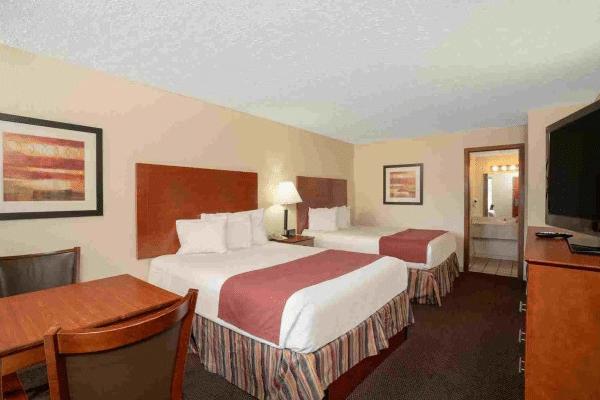 Evergreen Smoky Mountain Lodge hotel room