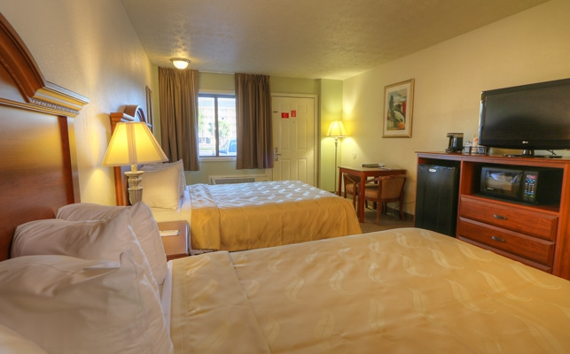 Room at Quality Inn and Suites at Dollywood Lane