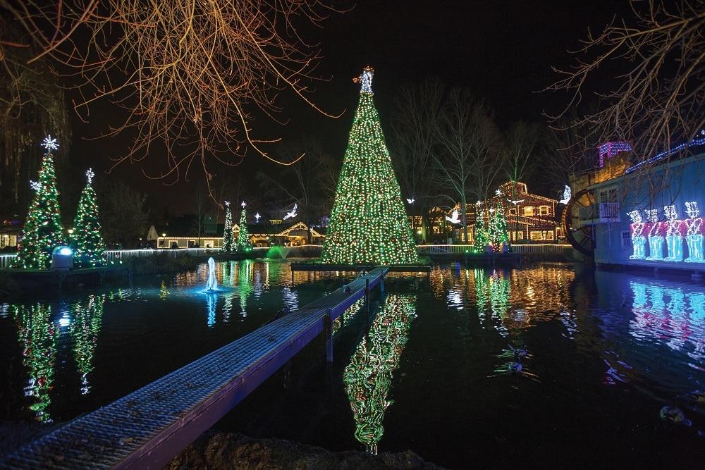 Dollywood Christmas Lights 2021 Dollywood S Smoky Mountain Christmas Pigeon Forge Tn