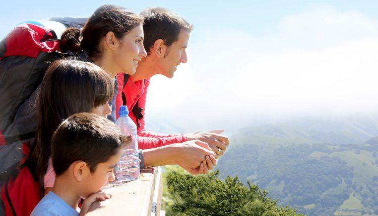 family-hiking-mountain-view-1200×600