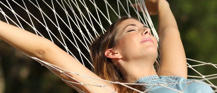 woman-relaxing-on-hammock-on-getaway-1271×322