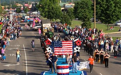 Parade Floats 420×260