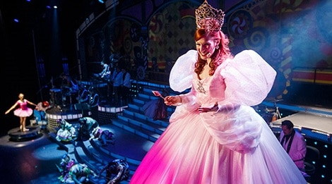 christmas-at-smoky-mountain-opry-queen-470×261