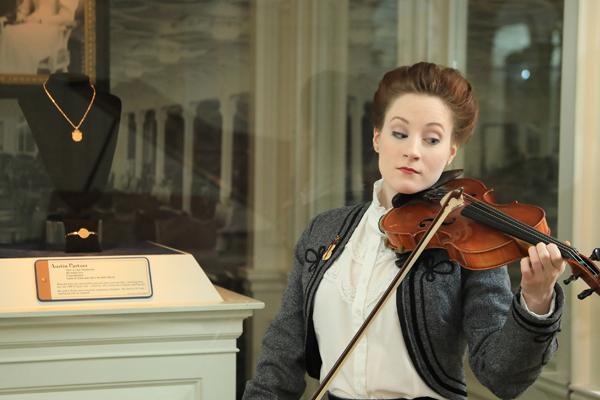 Titanic Pigeon Forge - Music Gallery Violin
