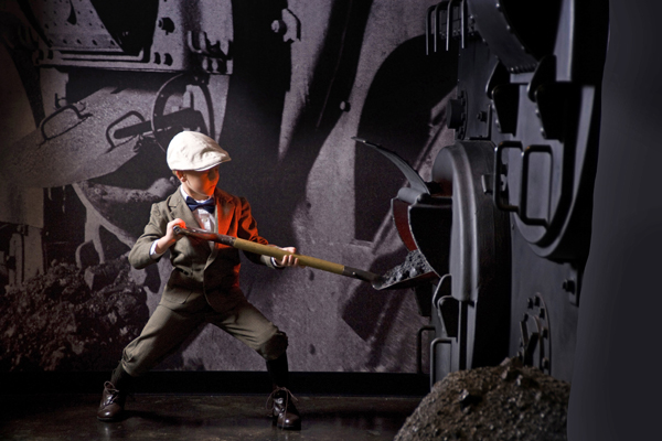 Titanic Pigeon Forge - Shoveling Coal