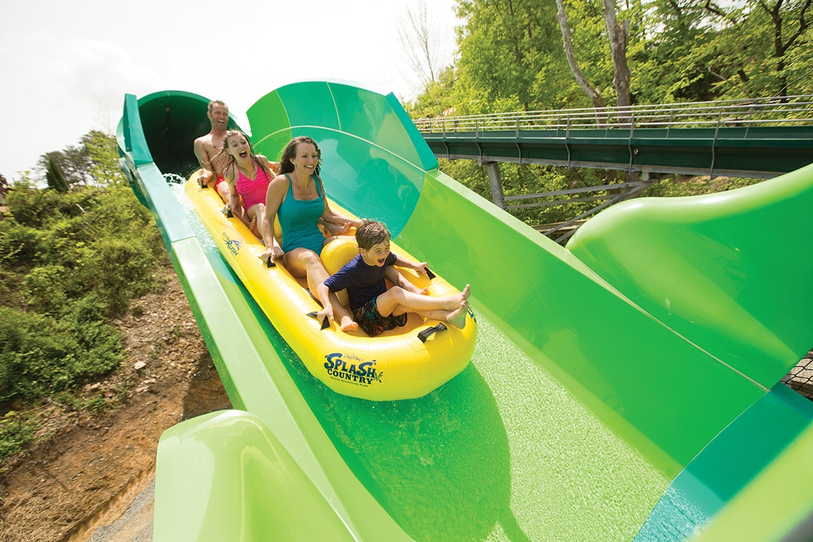 kids on ride at dollywood splash country