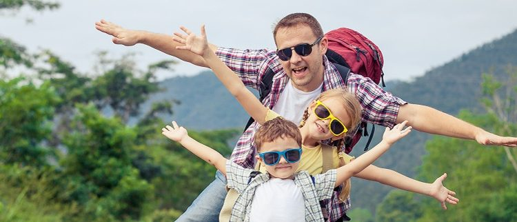 dad-and-kids-on-vacation-1271×322
