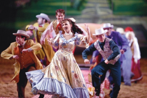 entertainers-dancing-pigeon-forge-shows