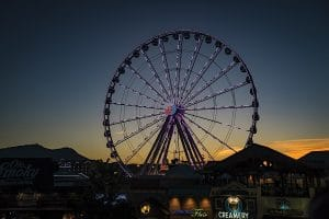 great-smoky-mountain-wheel-island-pigeon-forge-600x400