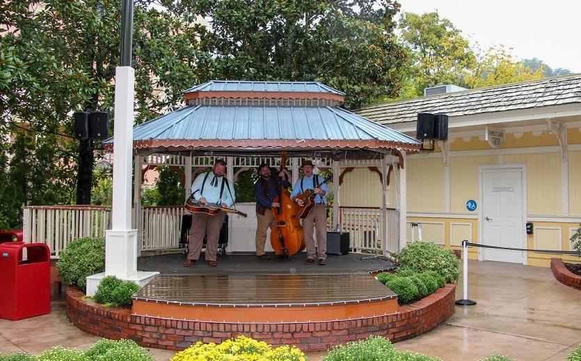 Live Music Performances at Dollywood Harvest Festival