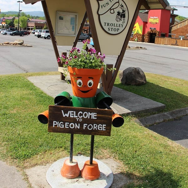 """""""Welcome to Pigeon Forge"""" Planter Person"""